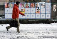 Tuyết rơi dày ảnh hưởng bầu cử Tokyo