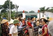 Hàng trăm người dân tiếp tục bao vây trại heo gây ô nhiễm