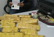 """""""Ôm"""" theo hơn 6,5 kg ma túy qua sân bay Nội Bài"""