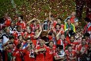 """CĐV """"nhuộm đỏ"""" thủ đô Lisbon, mừng Benfica vô địch"""