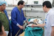 Bộ trưởng Trần Đại Quang thăm cán bộ CA bị tai nạn giao thông
