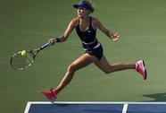 """""""Búp bê"""" Sharapova dừng bước, Bouchard thẳng tiến tứ kết"""