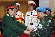 2 sĩ quan Việt Nam nhận mũ nồi xanh gìn giữ hoà bình LHQ