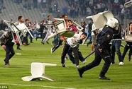 """Galatasaray chào đón Chelsea bằng màn """"đại chiến đường phố"""""""