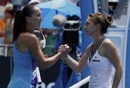 Halep lật đổ Jankovic, Nadal, Federer và Murray giành vé dự tứ kết
