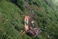 Cận cảnh cẩu, kéo xe khách vụ tai nạn thảm khốc ở Sa Pa khỏi vực sâu
