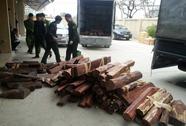"""Hơn 1,5 tấn gỗ quý """"cưỡi"""" máy bay từ TP HCM ra Hà Nội"""