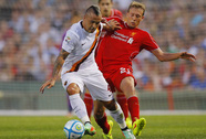 Liverpool thua phút cuối, Tottenham thắng trận mở màn