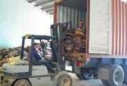 """3 cán bộ hải quan để """"lọt"""" vụ buôn lậu 614 m3 gỗ quý"""