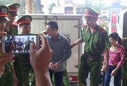 Toà bất ngờ hoãn, Lý Nguyễn Chung bị người dân tát vào mặt