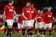 """""""Quỷ đỏ"""" thua sốc Swansea, trắng tay thêm một giải đấu"""