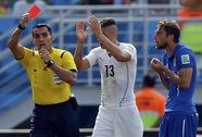 """Trọng tài bỏ qua cú """"cẩu xực"""" của Suarez bắt trận Brazil - Đức"""