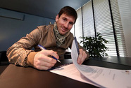 Barcelona biến Messi thành sao bóng đá lương cao nhất thế giới