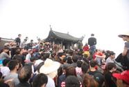 6,5 vạn du khách chen chân lên chùa Đồng