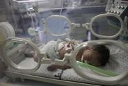 Cứu sống thai nhi trong bụng sản phụ thiệt mạng vì pháo Israel