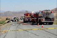 Máy bay tông xe tải trên đường cao tốc