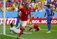 Seferovic lập công phút bù giờ, Thụy Sĩ nhấn chìm Ecuador