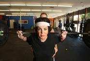 """92 tuổi, mẹ sao phim """"Rambo"""" chăm chỉ tập thể thao"""