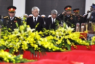 Tổng Bí thư Nguyễn Phú Trọng viếng 18 liệt sĩ vụ trực thăng rơi