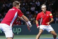 Federer và Wawrinka thua trận đôi, tuyển Thụy Sĩ lâm nguy