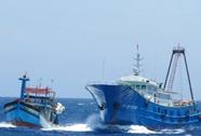 38 tàu cá Trung Quốc dàn hàng ngang chặn tàu Việt Nam