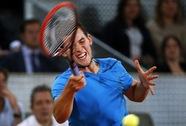 Wawrinka thua sốc đối thủ trẻ, Federer rút lui do bận làm cha