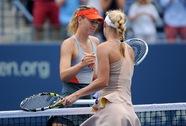 """Nóng bỏng vòng 4, Wozniacki loại """"búp bê"""" Sharapova"""