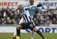 Đánh bại Newcastle, Man City lên ngôi đầu