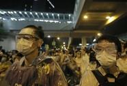 """Người biểu tình """"vây kín"""" trụ sở chính quyền Hồng Kông"""