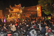 Phát 100.000 túi lương tại Đền Trần Thương