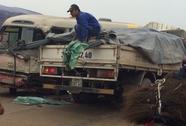 Xe khách tông thẳng vào đầu xe tải trên quốc lộ 1A