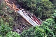 Xe chở đoàn văn công lao xuống vực, 10 người bị thương