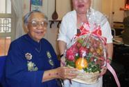 NSND Ngọc Giàu mừng thọ GS-TS Trần Văn Khê