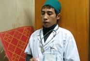 Mặc áo blouse, đeo ống nghe lừa tiền người bệnh trong BV Bạch Mai
