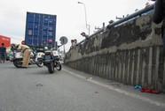 Xe container cán qua người một phụ nữ bán vé số
