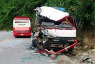 Hai xe đấu đầu trên đèo Lò Xo, 1 người bị thương nặng