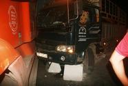 Tránh xe container, xe tải ủi văng bùng binh