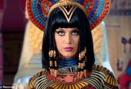 """""""Dính"""" đến tôn giáo, Katy Perry bị chỉ trích"""