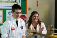 13 tuổi chế tạo thành công lò phản ứng hạt nhân