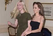"Angelina Jolie ""đọ dáng"" với Elle Fanning"