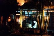 Bà hỏa viếng Phòng GD-ĐT huyện Sông Hinh