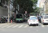 Đường phố thành... bãi đậu xe