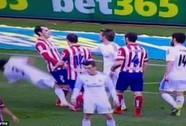 HLV Ancelotti: Atletico làm cho trận derby đầy bạo lực
