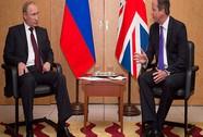 """Tổng thống Putin và Thủ tướng Anh """"quên"""" bắt tay"""