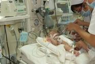 Mẹ cho con trai 11 tháng uống thuốc diệt cỏ để cùng chết
