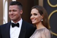 Brad Pitt mua tranh tặng Pax Thiên