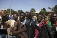 """""""Mùa xuân đen tối"""" bùng nổ, Tổng thống Burkina Faso biến mất"""