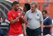 HLV Hodgson khó xử với Chamberlain
