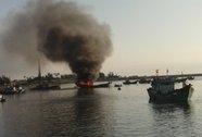 Ra Hoàng Sa đánh bắt, tàu cá bỗng bốc cháy