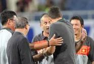 Thua U19 Việt Nam, HLV Úc cãi nhau nảy lửa với ông Graechen